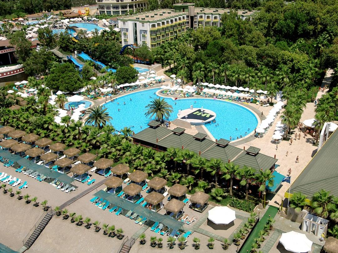Pools / Aquapark / Beach - Activities & Entertainment - Botanik Hotel & Resort