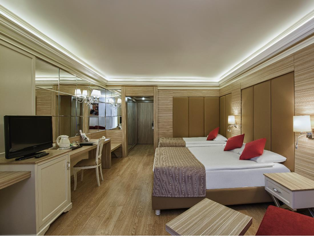 Standard Handicapped Room - Accommodation - Delphin Deluxe