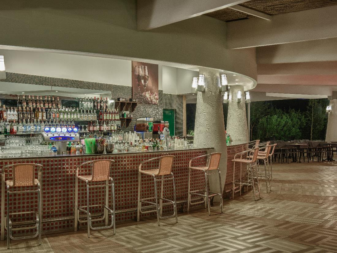 Pool Bar - Bars - Food & Beverage - Delphin Imperial