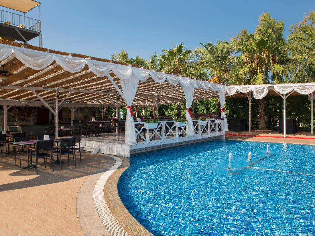 Pool Bar - Bars - Food & Beverage - Delphin Palace
